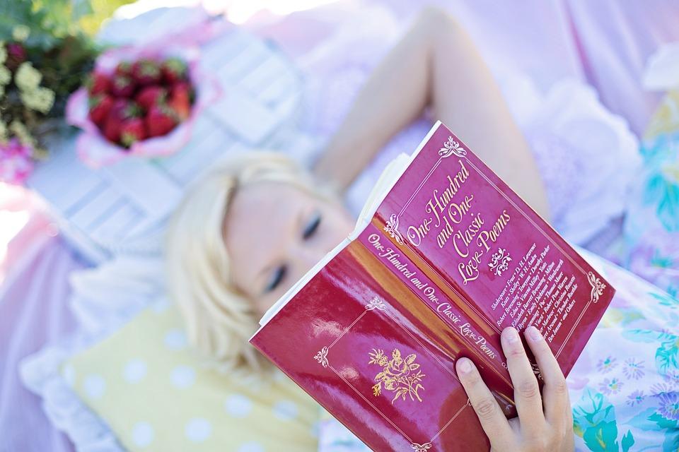 woman-reading-887274_960_720